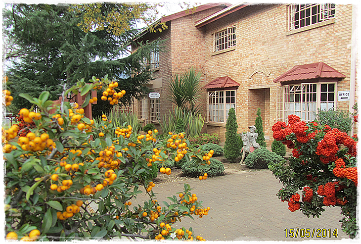 Eddies_Clarens_Accommodation_Contactus_House
